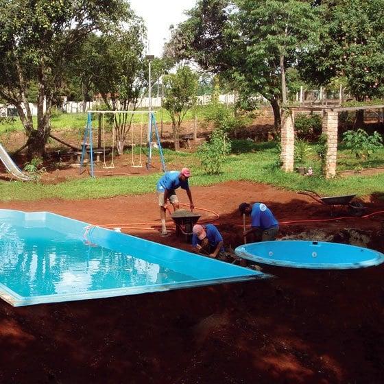 Instala o de piscinas de fibra fiber - Piscina redonda fibra ...